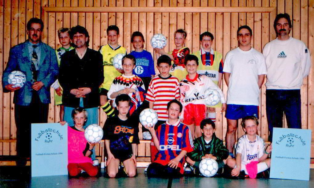 Erste Fussballschule in der Halle - gemeinsam mit Partner Derbystar