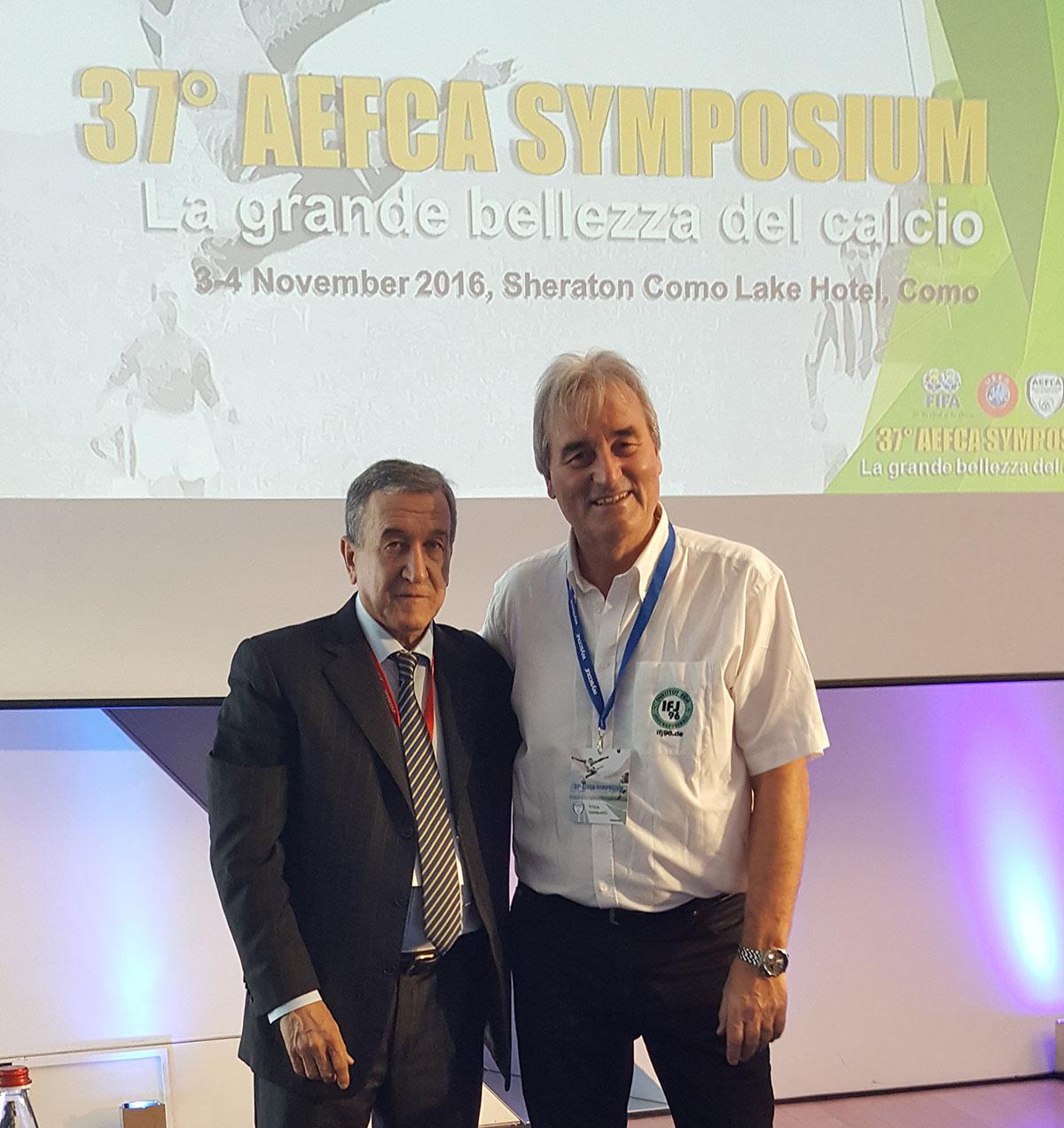 Carlos-Alberto-Parreira hier mit Peter Schreiner auf dem Sysmposium der AEFCA in Como (Italien)